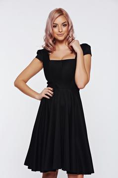 Rochie Fofy neagra eleganta in clos cu maneca scurta
