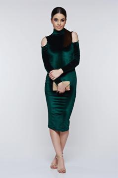 Rochie PrettyGirl verde-inchis eleganta tip creion din catifea cu umeri decupati