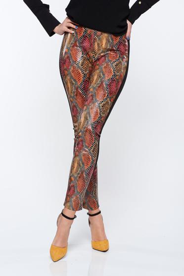 Pantaloni PrettyGirl maro cu talie medie cu un croi mulat