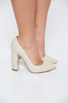 Pantofi crem din piele naturala cu toc gros cu varful usor ascutit