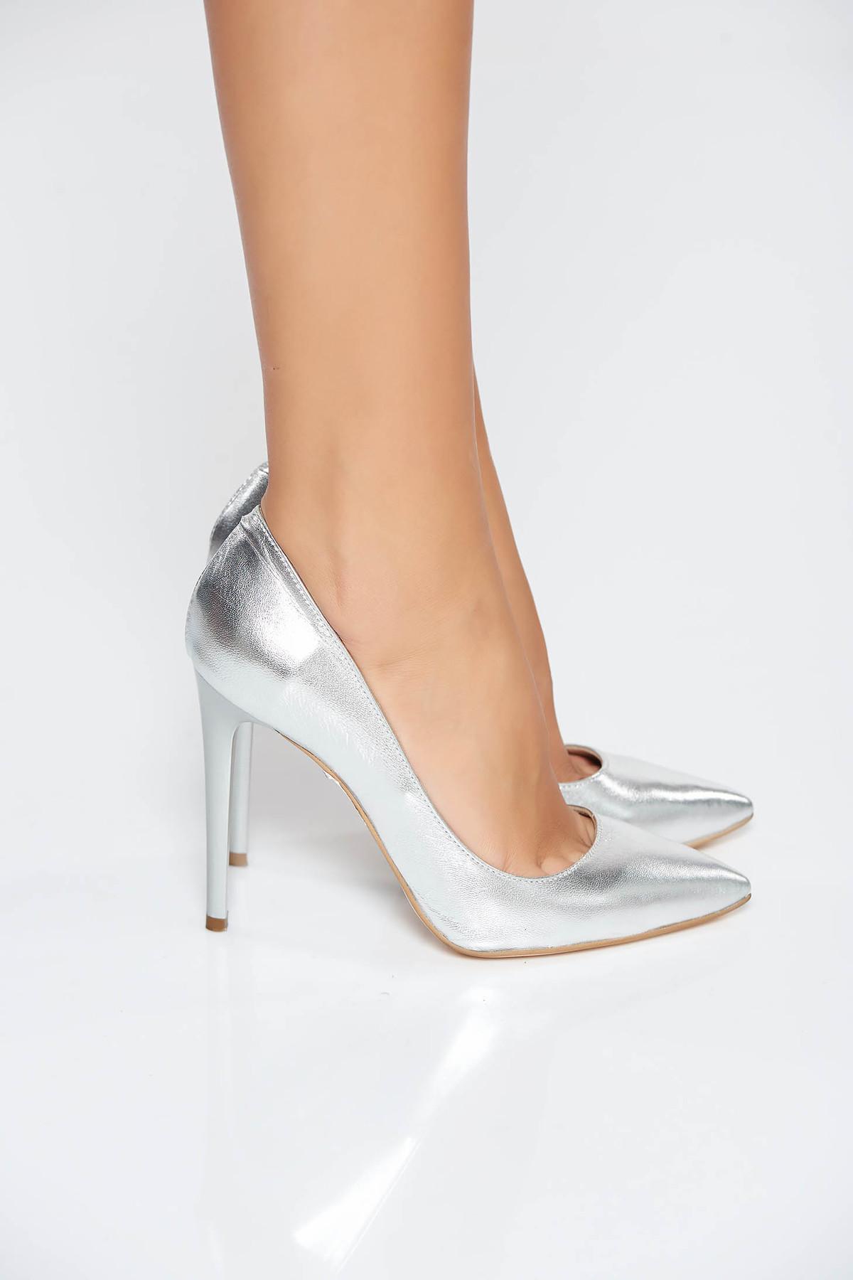 Pantofi stiletto argintii din piele naturala cu toc inalt cu varful usor ascutit