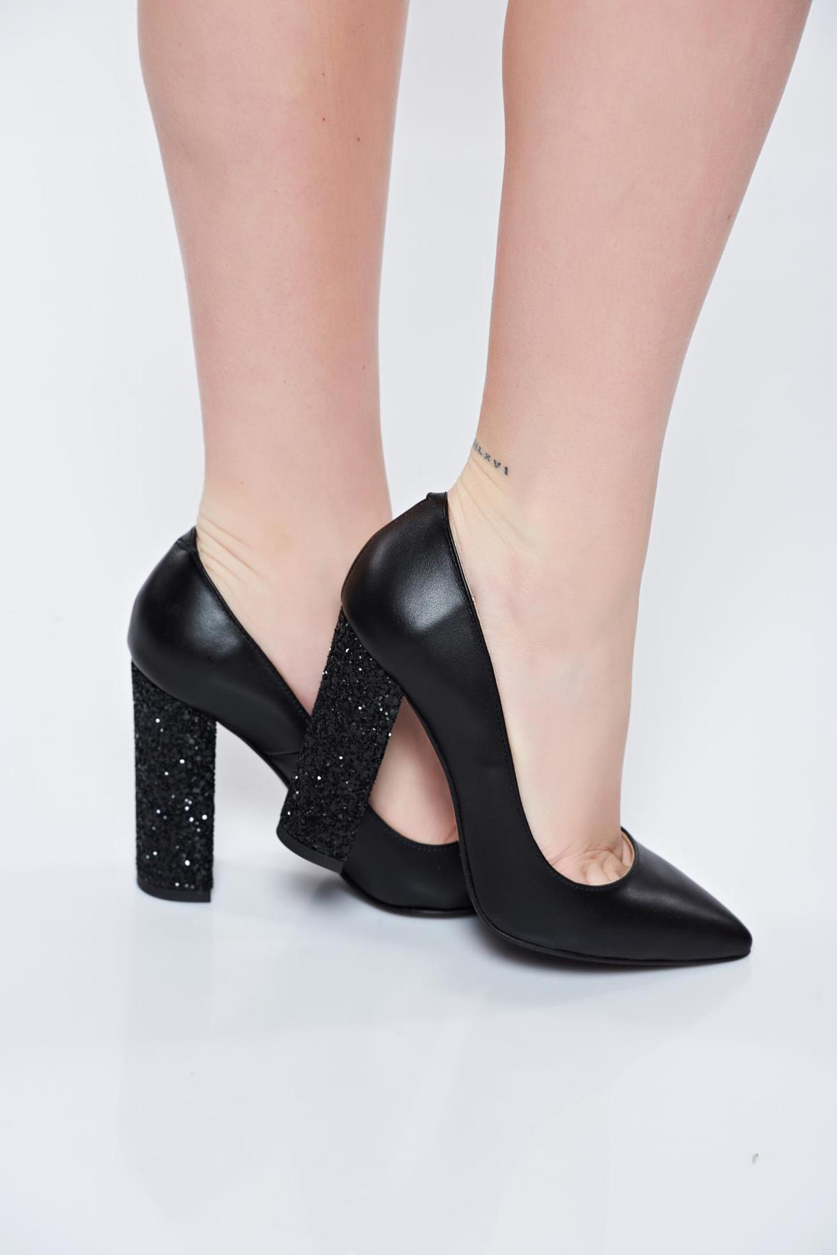 Pantofi negri din piele naturala cu toc gros cu varful usor ascutit