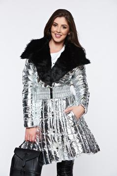 Geaca Ocassion argintie casual cu aspect metalic cu insertii cu blana ecologica