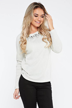 Bluza dama Top Secret alba casual cu croi larg din material usor elastic cu fir lame si aplicatii cu pietre strass