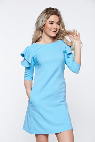 Rochie LaDonna albastra-deschis cu croi larg cu volanase la maneca