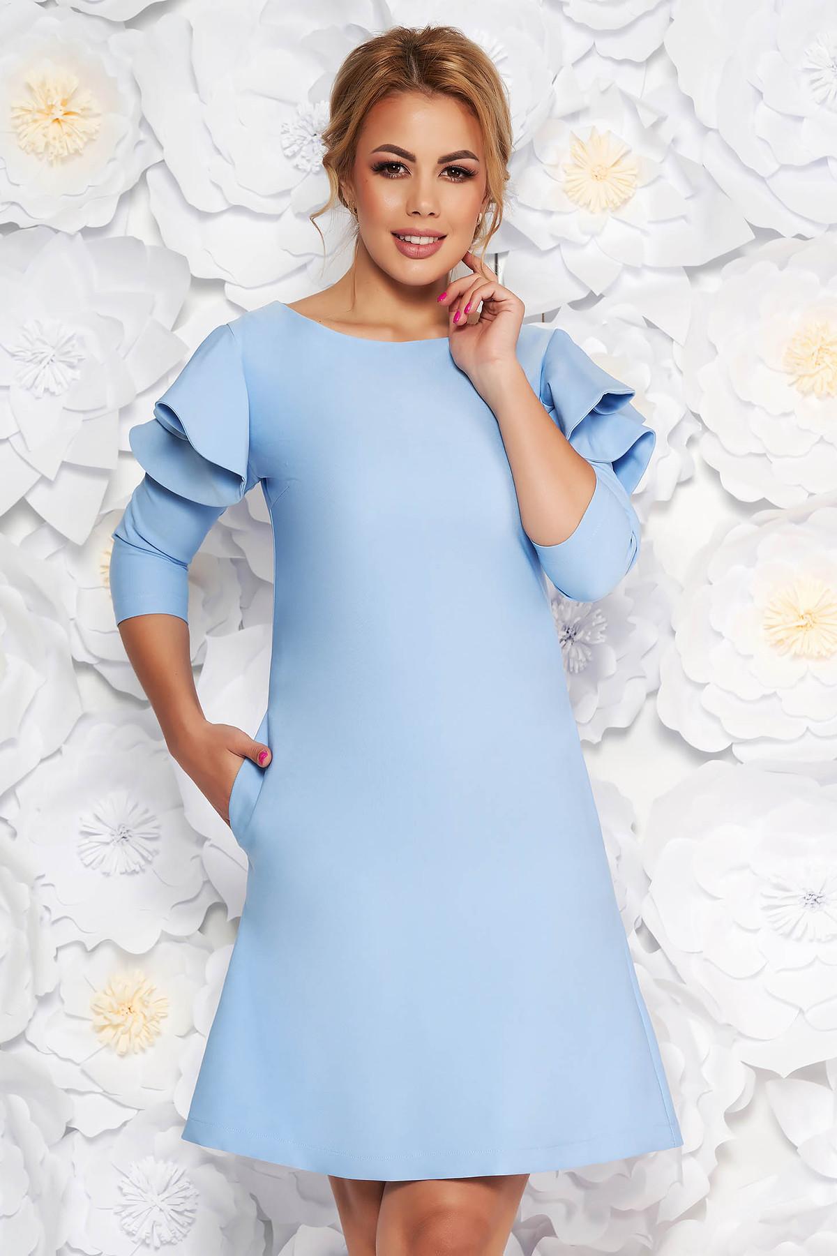 Rochie LaDonna albastra-deschis cu croi larg din stofa usor elastica cu volanase la maneca