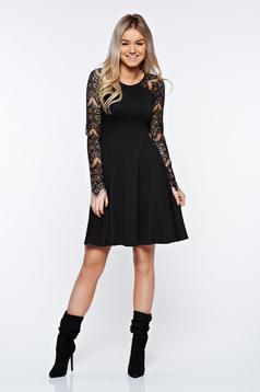 Rochie StarShinerS neagra eleganta in clos cu maneci din dantela