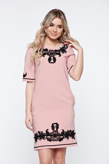 Rochie LaDonna rosa eleganta cu insertii de broderie cu buzunare