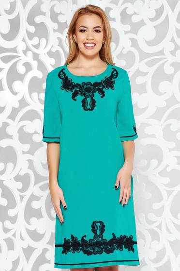 Rochie LaDonna turcoaz eleganta cu croi larg din material usor elastic cu insertii de broderie si cu buzunare