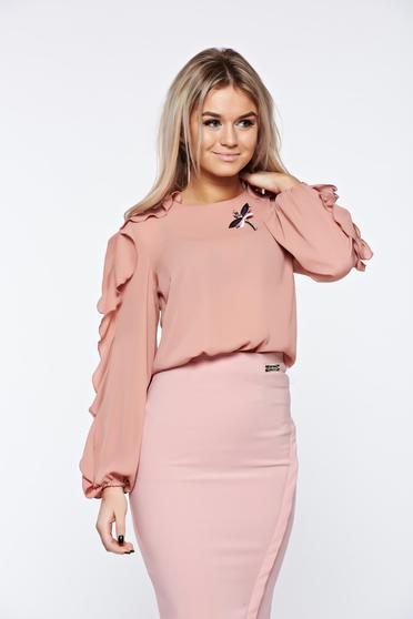 Bluza dama LaDonna roz deschis eleganta din material vaporos accesorizata cu brosa