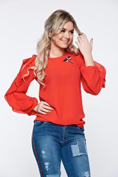 Bluza dama LaDonna rosie eleganta din material vaporos accesorizata cu brosa