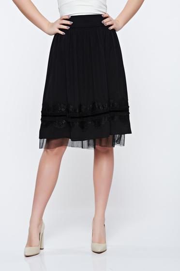 Fusta LaDonna neagra eleganta in clos cu aplicatii de dantela