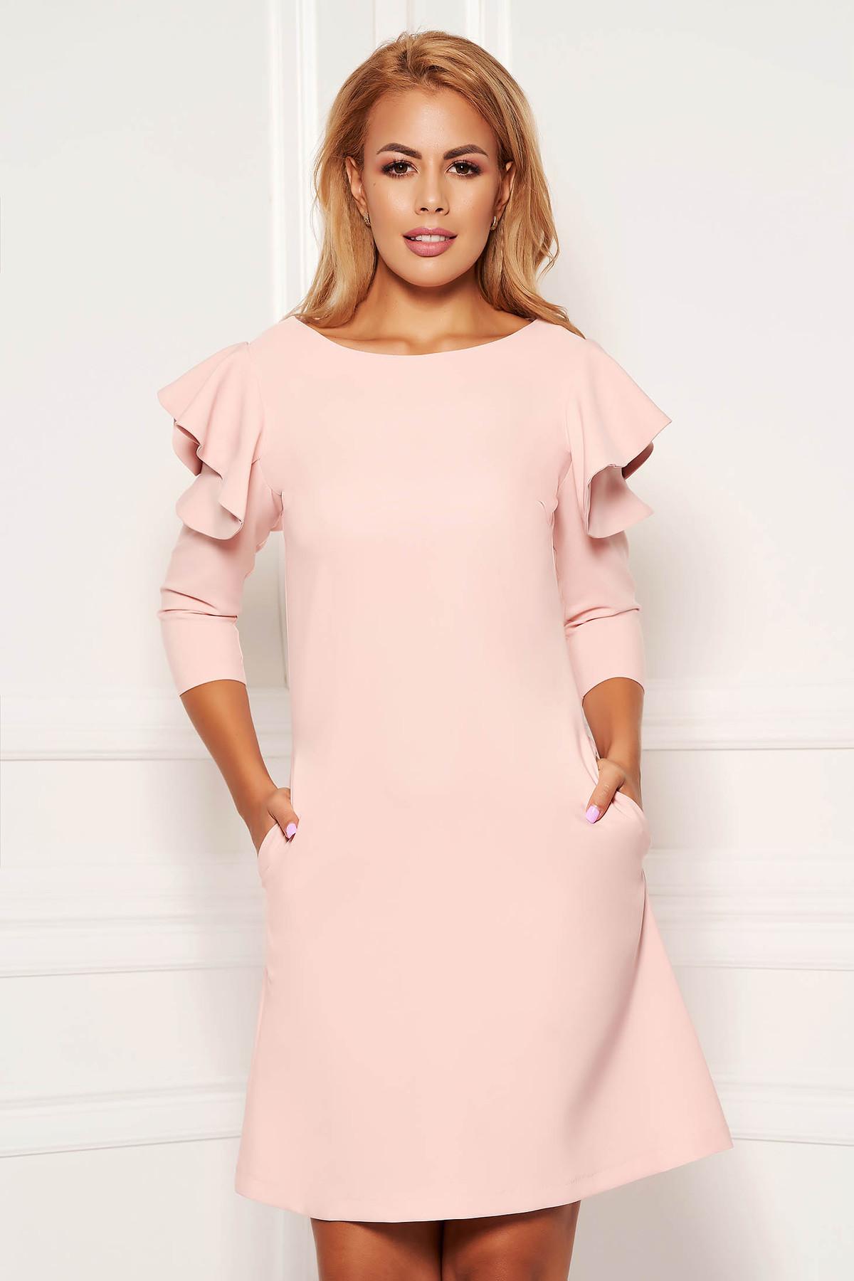 Rochie LaDonna roz deschis de zi cu croi in A din stofa usor elastica cu volanase la maneca