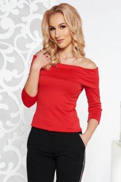 Bluza dama StarShinerS rosie pe umeri cu un croi mulat din material elastic