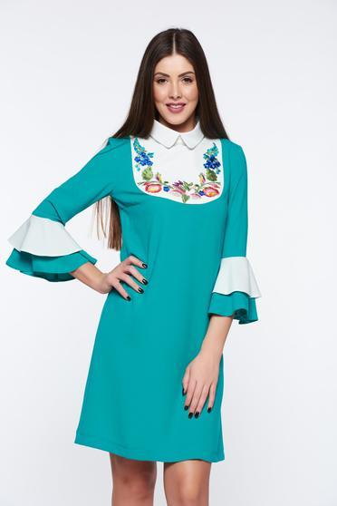 Rochie LaDonna verde eleganta brodata cu croi larg cu maneci clopot