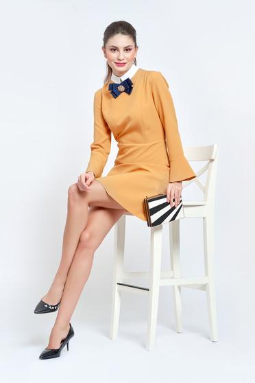 Rochie PrettyGirl mustarie eleganta din stofa usor elastica captusita pe interior