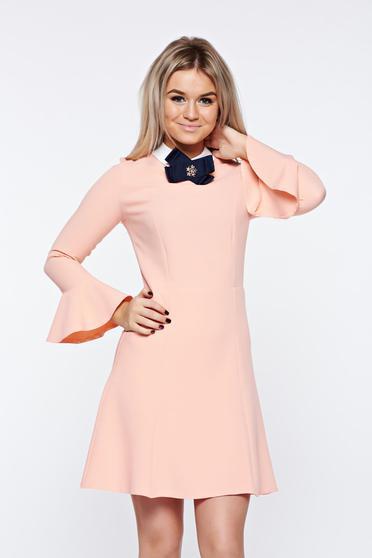 Rochie PrettyGirl piersica eleganta din stofa usor elastica captusita pe interior