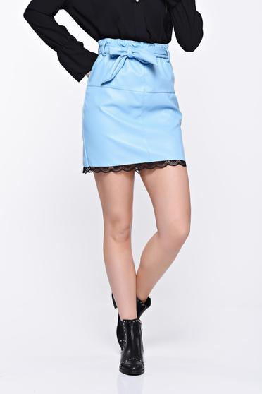 Fusta albastra-deschis casual din piele ecologica cu talie medie cu aplicatii de dantela