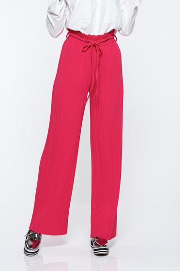 Pantaloni roz plisati cu talie inalta din material vaporos cu elastic in talie