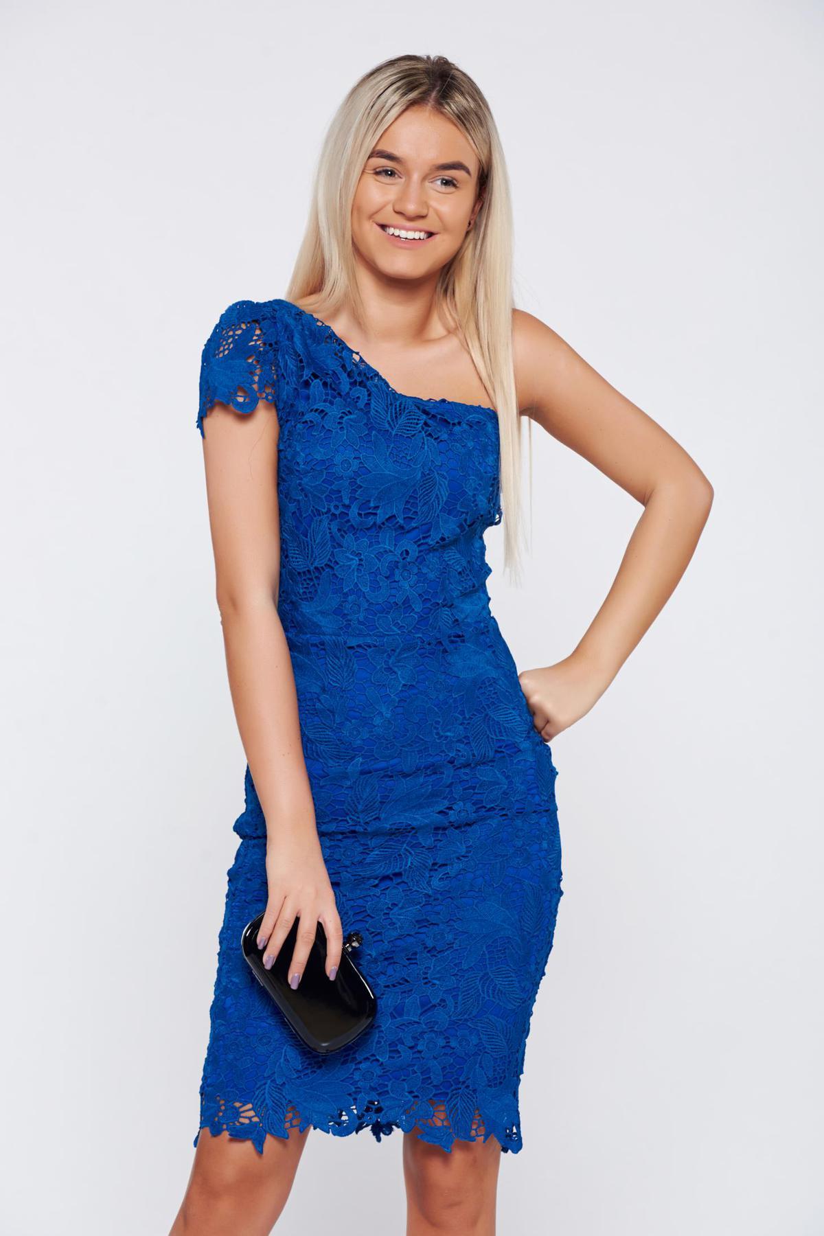 Rochie albastra de ocazie tip creion din dantela captusita pe interior