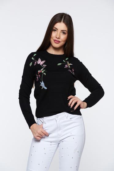 Pulover Top Secret negru casual brodat din material tricotat fin la atingere