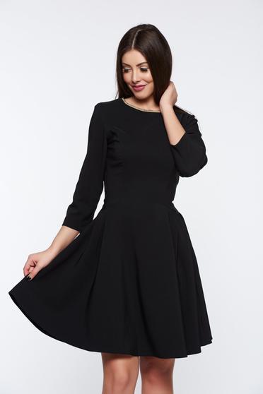 Rochie LaDonna neagra eleganta in clos din material elastic cu aplicatii la gat