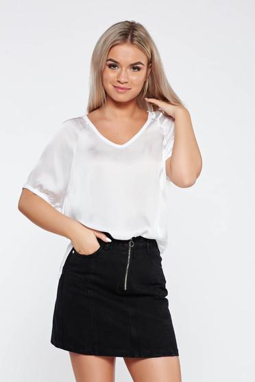 Tricou alb casual asimetric cu croi larg din material satinat