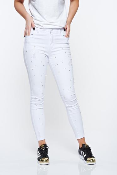 Blugi albi skinny din bumbac elastic cu talie medie cu aplicatii cu perle