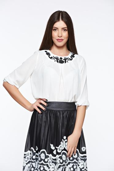Bluza dama LaDonna alba eleganta din material vaporos si transparent cu aplicatii cusute manual