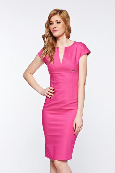 poze cu Rochie PrettyGirl roz office tip creion din stofa subtire usor elastica cu decolteu in v