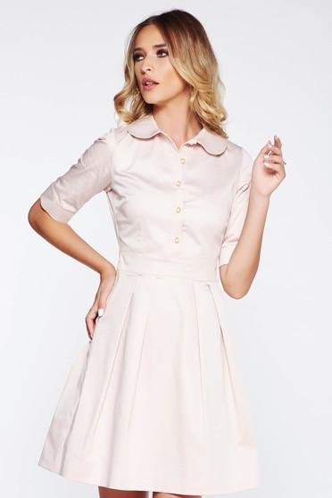 Rochie PrettyGirl rosa office in clos din material usor elastic cu guler rotunjit