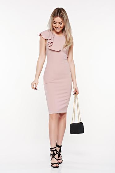 Rochie StarShinerS rosa eleganta tip creion din material elastic si fin cu volanase