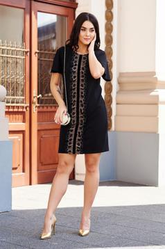 Rochie StarShinerS neagra eleganta cu croi larg cu aplicatii de dantela din material usor elastic