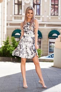 Rochie StarShinerS argintie eleganta cu croi in a din material usor elastic si lucios