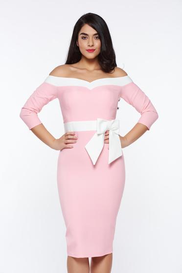 Rochie Artista roz eleganta tip creion din material usor elastic cu bust buretat