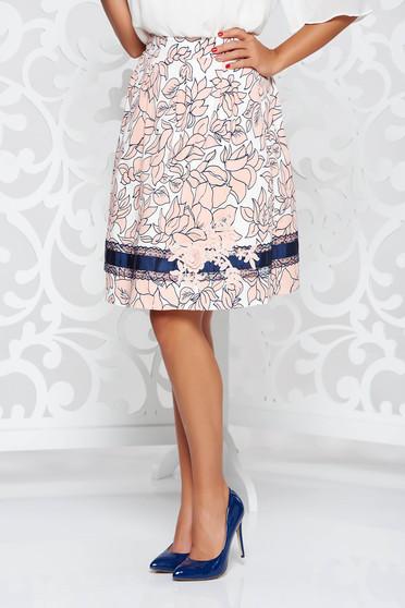 Fusta LaDonna rosa eleganta in clos din bumbac captusita pe interior cu aplicatii cusute manual