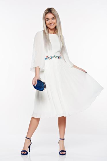 Rochie StarShinerS alba de ocazie brodata din voal plisat captusita pe interior