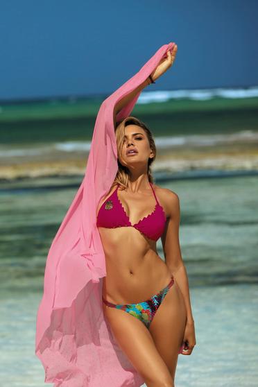 Costum de baie visiniu cu slip brazilian si sutien triunghi cu burete detasabil si aplicatii cu paiete