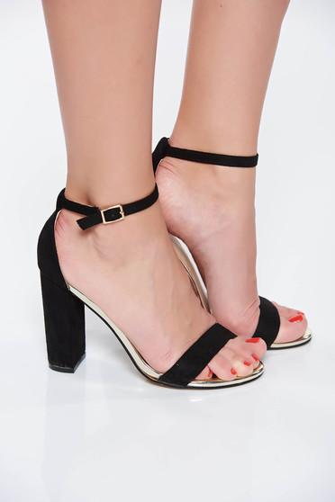 Sandale Top Secret negre elegante cu toc gros accesorizata cu o catarama metalica