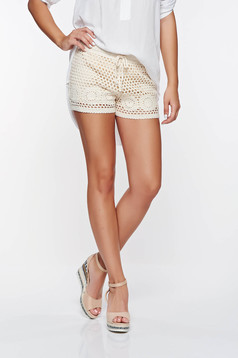 Pantalon scurt SunShine nude casual cu talie din medie material crosetat captusit pe interior cu elastic in talie