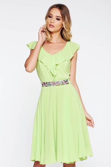 Rochie StarShinerS verde eleganta in clos din voal captusita pe interior accesorizata cu cordon cu pietre stras