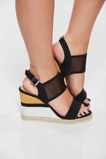 Sandale negre casual din piele ecologica accesorizata cu o catarama metalica