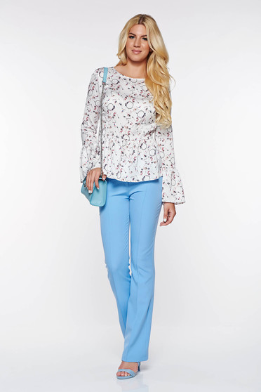 Pantaloni PrettyGirl albastri deschis eleganti evazati din material elastic si fin cu talie medie