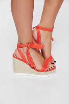 Sandale corai casual din piele ecologica cu impletituri pe platforma