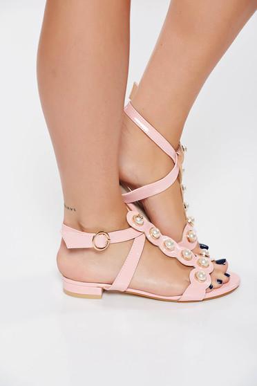 Sandale roz elegante din piele ecologica lacuita cu aplicatii cu perle