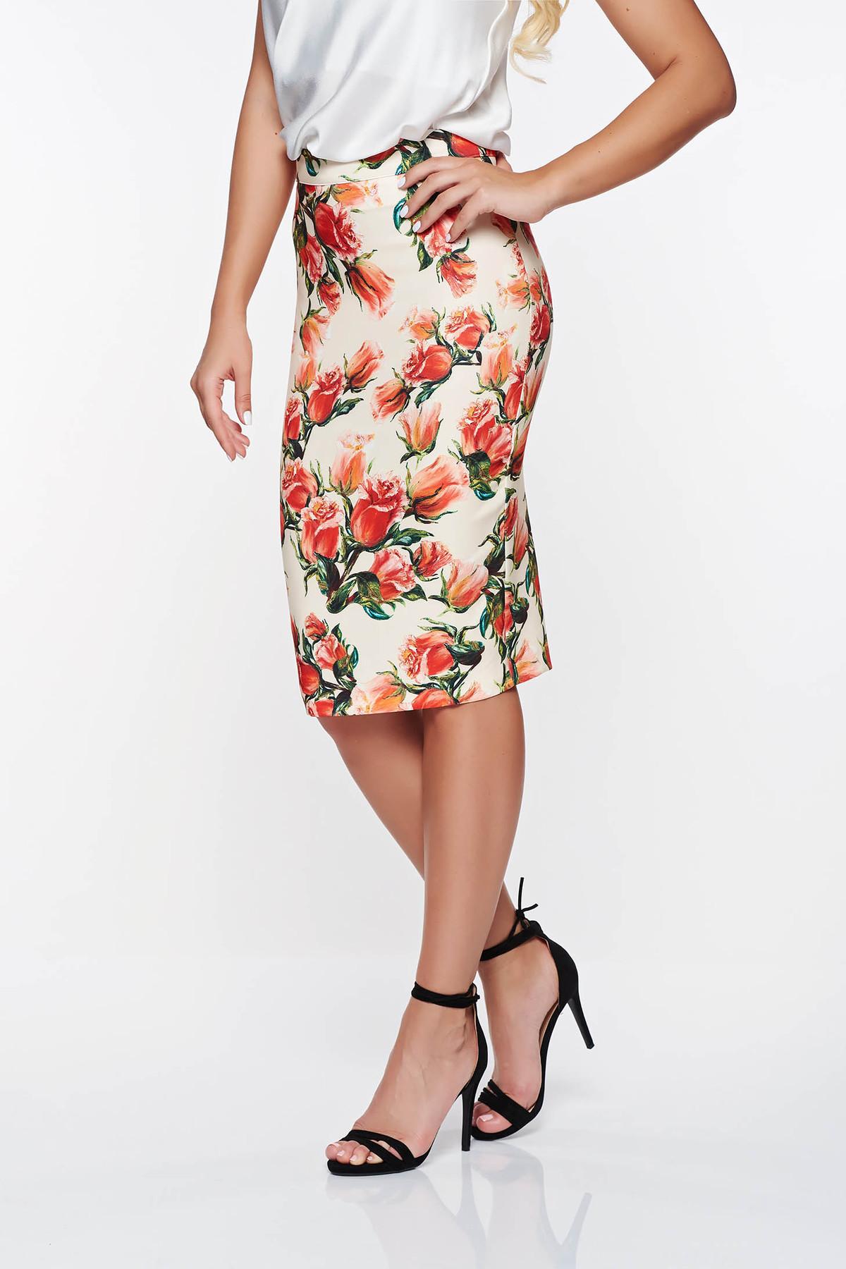Fusta PrettyGirl rosie office cu talie inalta din material fin la atingere cu imprimeuri florale