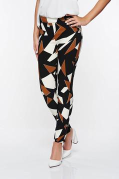 Pantaloni PrettyGirl maro office conici cu talie medie cu imprimeu geometric