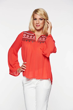Bluza dama Top Secret rosie casual brodata cu croi larg din material vaporos cu accesorii metalice