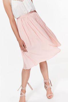 Fusta Top Secret rosa eleganta in clos din material vaporos captusita pe interior cu talie inalta
