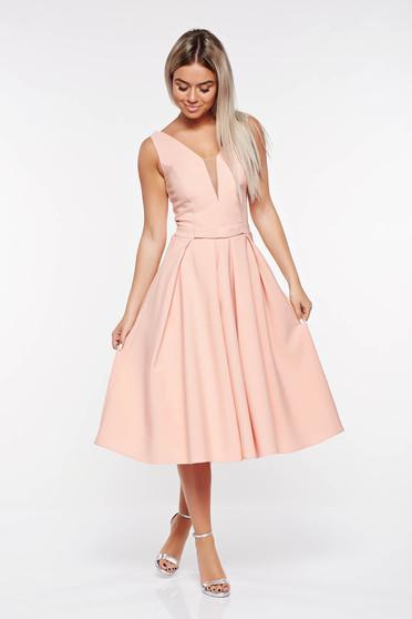 Rochie LaDonna rosa de ocazie in clos din stofa usor elastica cu decolteu adanc